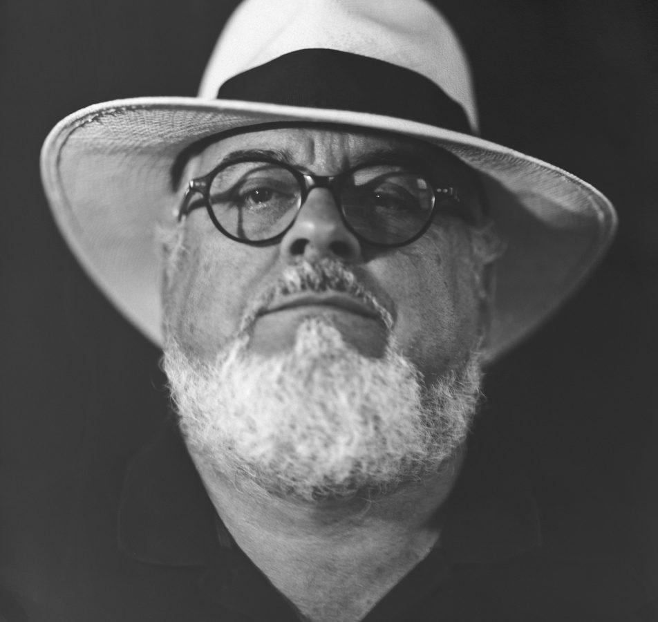Retrato en almacén Jorge Alonso Molina